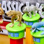 ジュラシックワールド 缶の内側についたルーレットは何!?恐竜フィギュアがついたPEZ T-REX トリケラトプス ブルー モササウルス